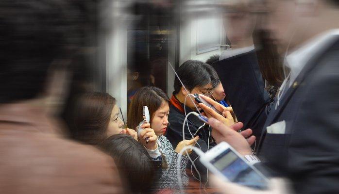 Mensen Met Mobiele Telefoons